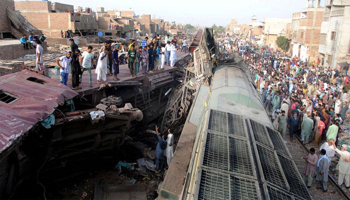 حیدرآباد: دو ٹرینوں میں تصادم، تین افراد جاں بحق