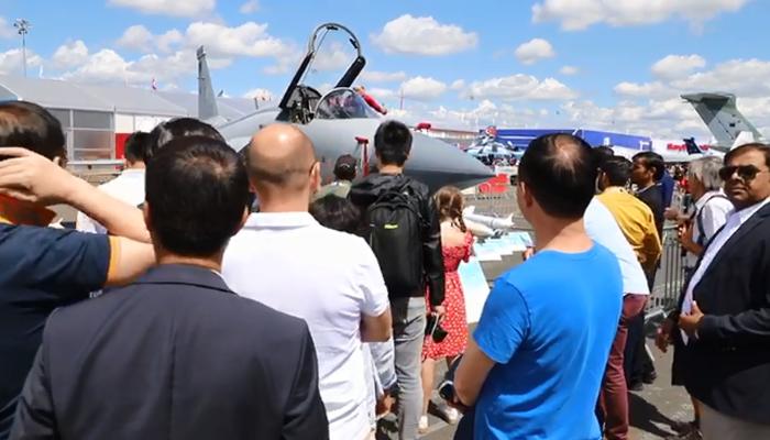 پیرس ایئر شوکا آخری دن، JF17دیکھنے کیلئےعوام کی بڑی تعداد موجود