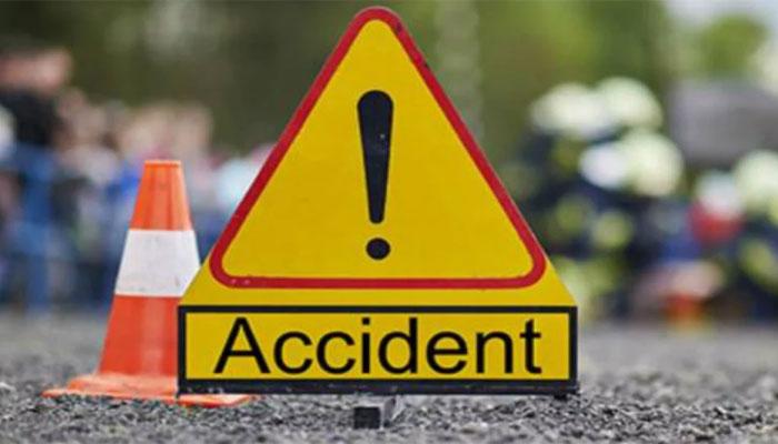 شکارپور: کوچ اور کار میں تصادم ،6 افراد جاں بحق