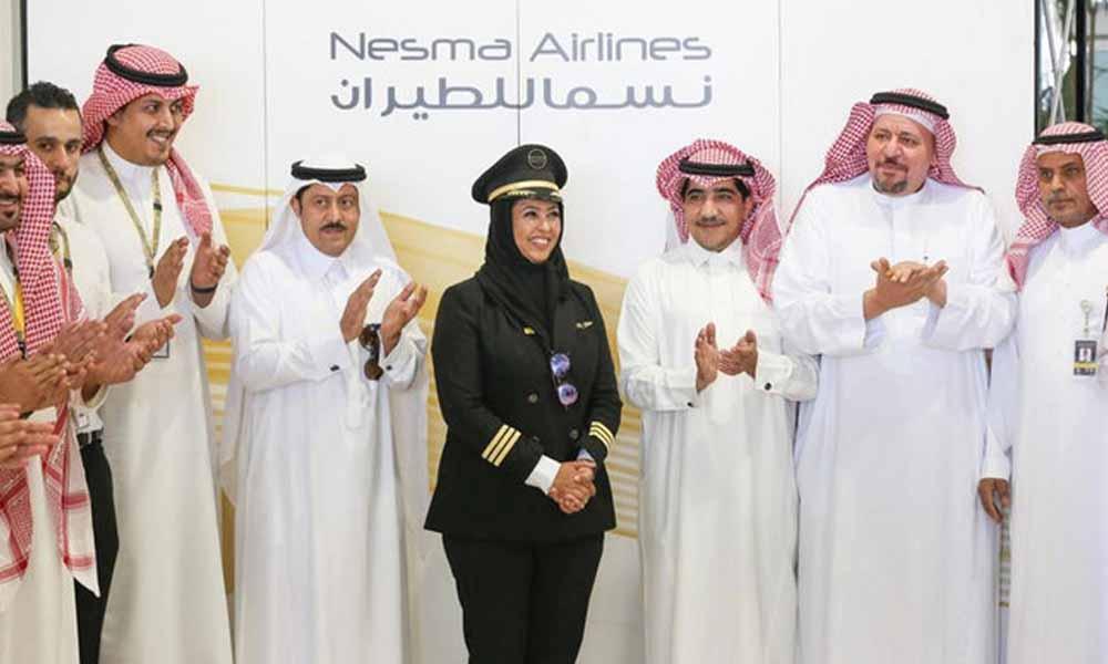 پہلی سعودی خاتون پائلٹ کا ہوائی اڈے پہنچنے پر شاندار استقبال