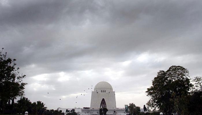 کراچی میں بوندا باندی کا امکان