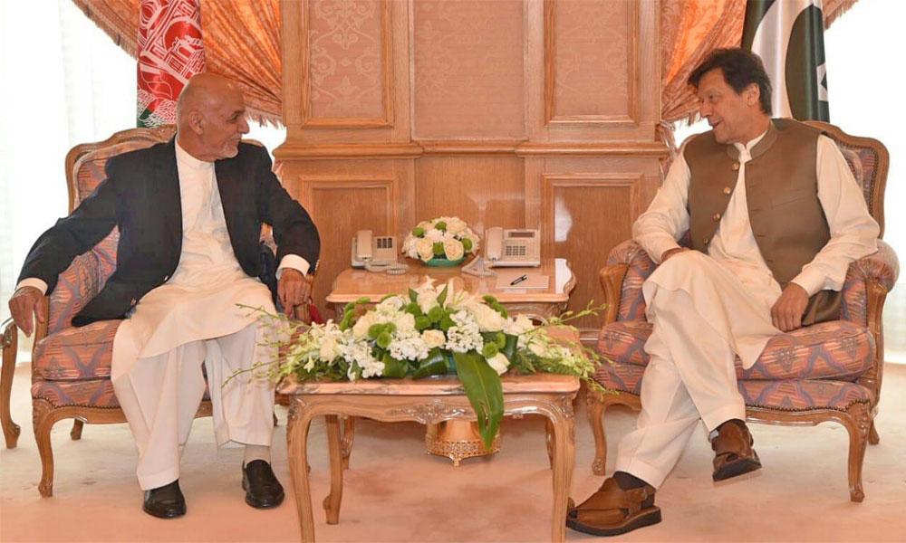 افغان صدر کی وزیر اعظم ہاؤس آمد، عمران خان نے استقبال کیا