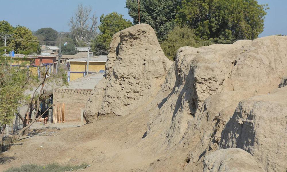 ''مومل جی ماڑی'' ایک افسانوی محل ، جس کے صرف کھنڈرات باقی ہیں