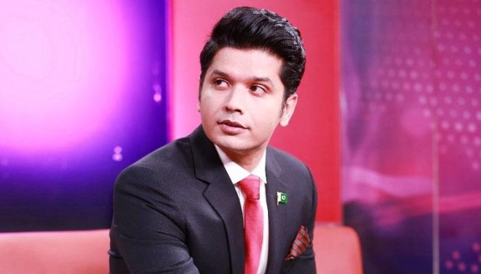 'کم سن لڑکا گھروں میں کام کرنے کراچی آیا اور اینکر بن گیا'