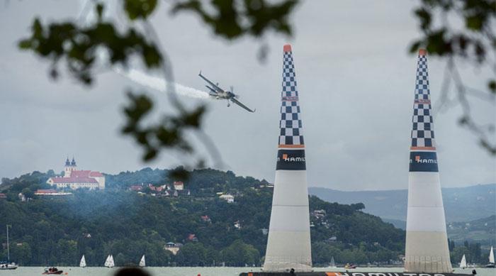 ہنگری، ایئر ریس میں پائلٹس کے شاندار اسٹنٹ