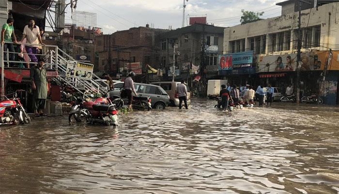 لاہور: 250 ملی میٹر بارش نے شہر پانی پانی کردیا