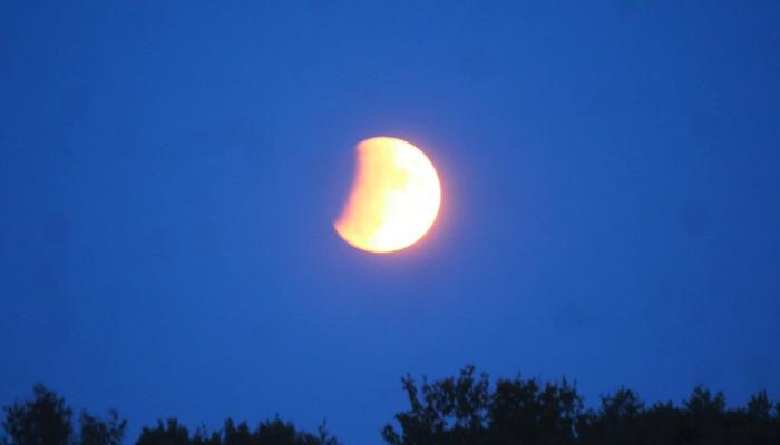 سال کا دوسرا چاند گرہن پاکستان میں بھی دیکھا گیا