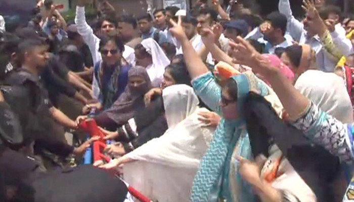 سندھ بھر کی نرسوں کااحتجاج، وزیراعلیٰ ہاؤس کی جانب مارچ