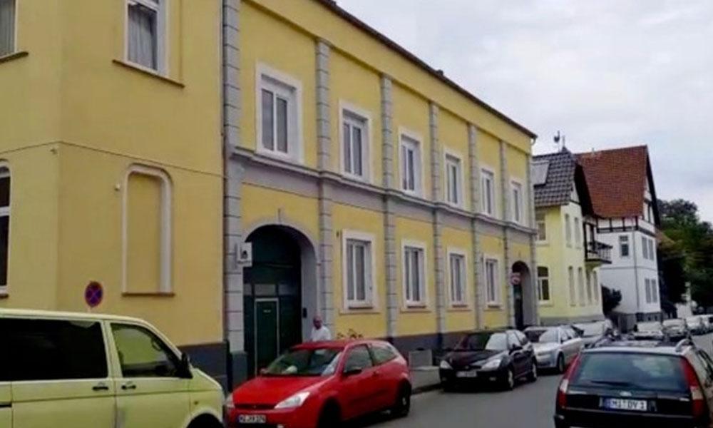 جرمنی، شر پسندوں کا مسجد پر حملہ، قرآنی نسخے شہید کر دیئے