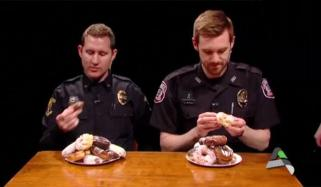 Police Officers Take Part In Doughnut Eating Competition Us