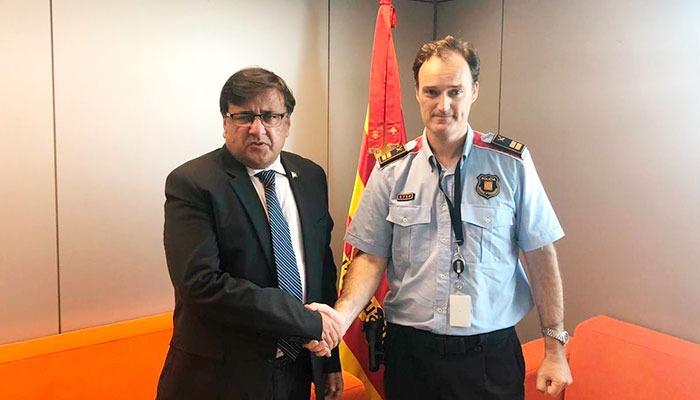 پاکستانی سفارتکار کی بارسلونا پولیس چیف سے ملاقات