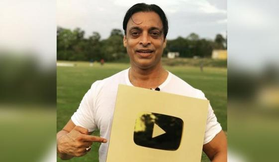 Shoaib Akhtar Receives Golden Button From Youtube