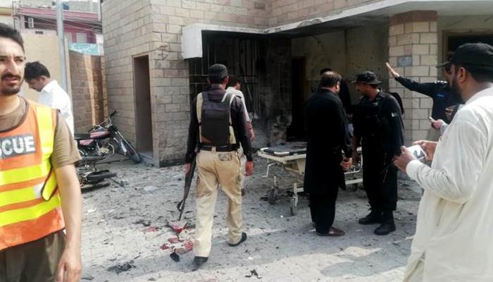 ڈی آئی خان ،فائرنگ اور دھماکے میں 2اہلکاروں سمیت6 شہید
