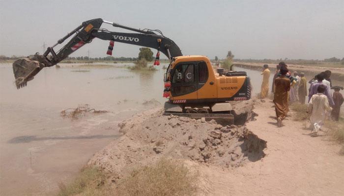 روہڑی کینال میں سیلابی ریلا، رینجرز کی امدادی کارروائیاں
