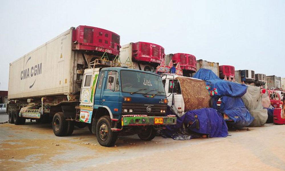 کراچی: کرین نے سوتے ڈرائیور کو کنٹینر رکھ کر کچل دیا