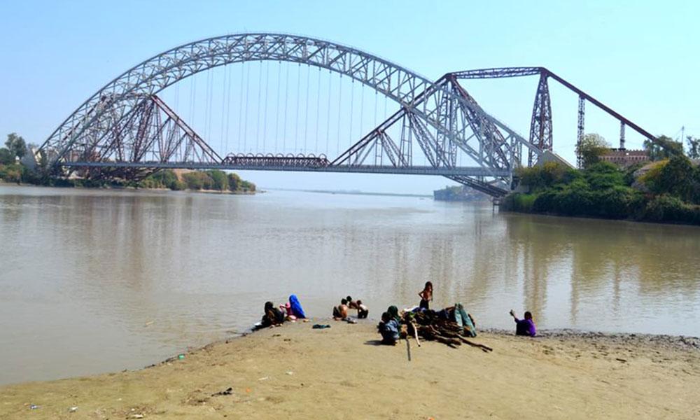 سکھر: لاپتہ بچوں کی تلاش میں پاک بحریہ کا ریسکیو آپریشن