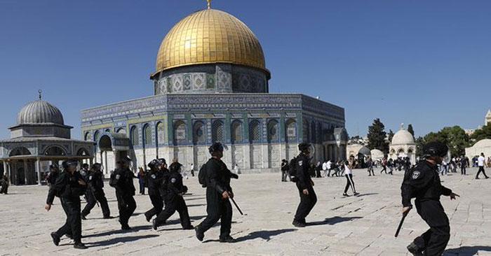 نمازعید ادا کرنے والے فلسطینیوں پراسرائیلی پولیس کی فائرنگ