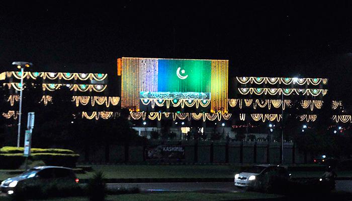 یوم آزادی، سبزہلالی پرچم کے ساتھ کشمیر کے پرچم بھی لگادیے گئے