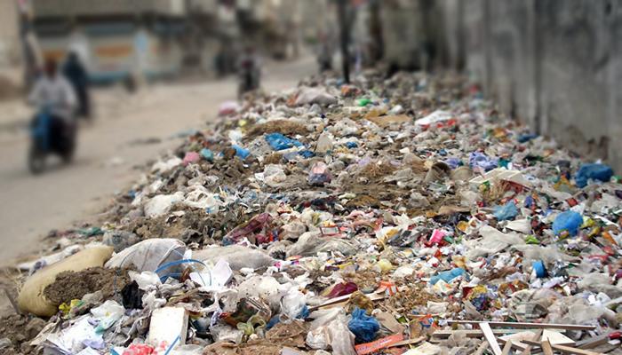 کراچی میں تاحال صفائی نہ ہوسکی، جگہ جگہ کچرے کے ڈھیر