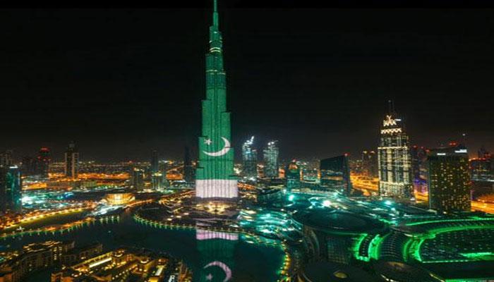 برج خلیفہ پاکستانی پرچم سے رنگ گیا