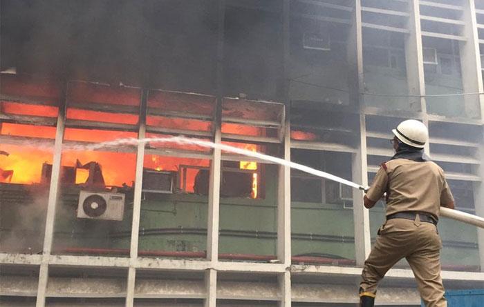 نئی دلی کے اسپتال میں آگ لگ گئی