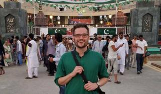Jeremy Mclellan Learns Urdu