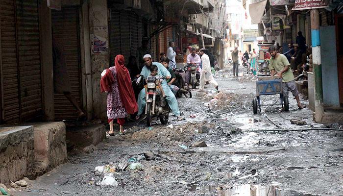 کراچی میں گندگی اور کچرا بحران کی شکل اختیار کر گیا