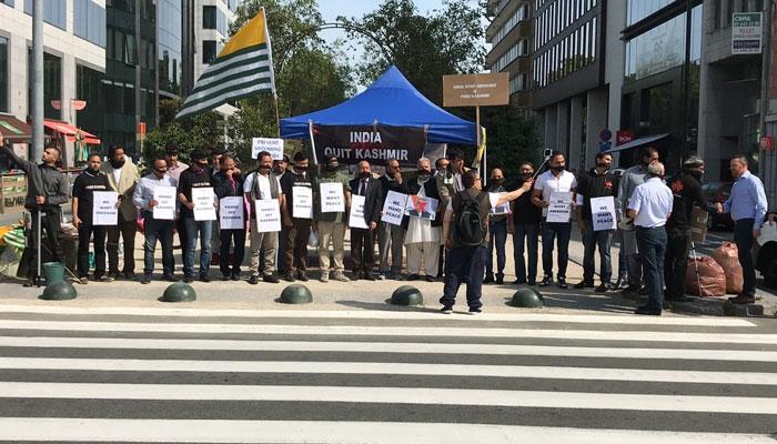 برسلز: کشمیر کونسل کے زیر اہتمام بھارتی سفارتخانے پر مظاہرہ