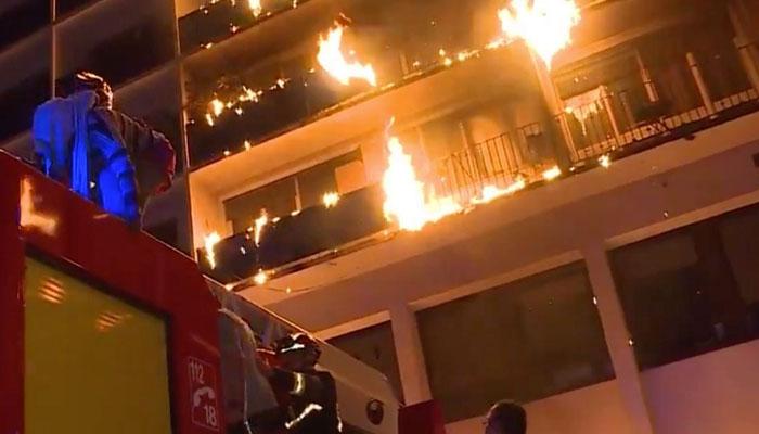پیرس، اسپتال کی عمارت میں آگ لگ گئی