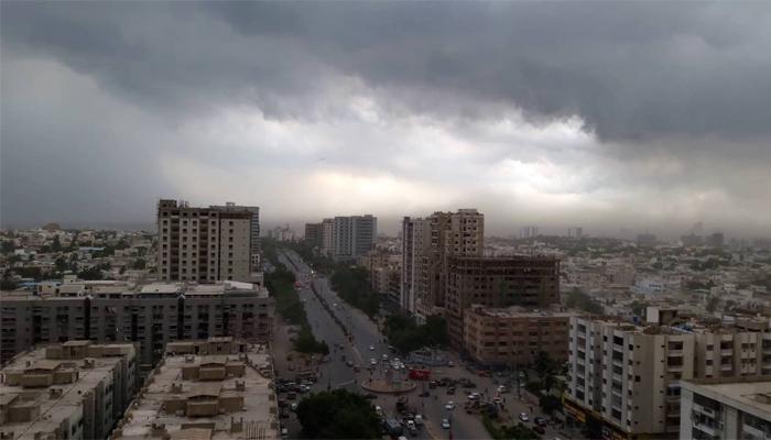 کراچی میں پھر سے بادل برسنے کا امکان