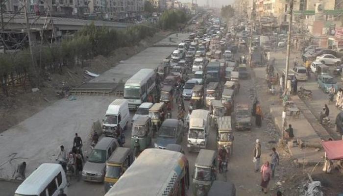 کراچی: نارتھ ناظم آباد، تین ہٹی پر ترقیاتی کام جاری، ٹریفک روانی متاثر
