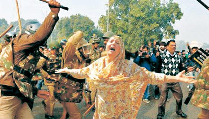 کشمیر کی بیٹیاں چادر کو ترس رہی ہیں....!!