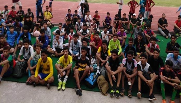 ملک میں فٹ بال کھلاڑیوں کی کمی نہیں، نوید حیدر