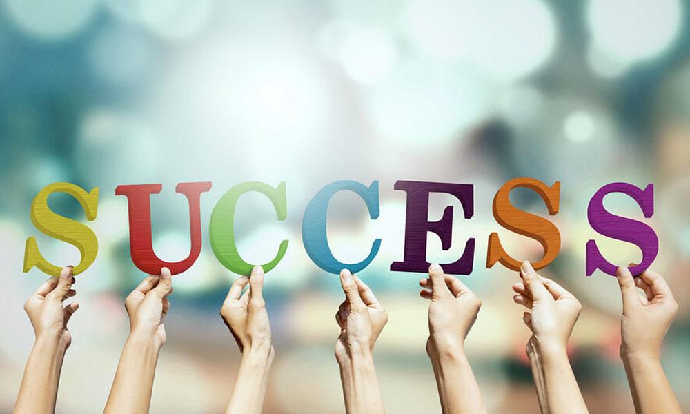 کامیابی کی بے شمار سیڑھیاں ہر سیڑھی پر سوچ سمجھ کر قدم رکھیں