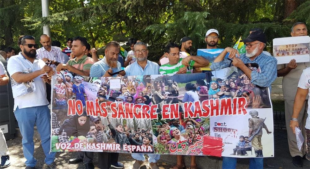 کشمیریوں کے ساتھ اظہار یکجہتی کے لئے احتجاجی مظاہرے سکھ اور ہسپانوی کمیونٹی کی بھی شرکت