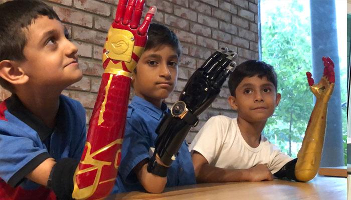 پاکستانی انجینئرز نے معذور بچوں کو سپر ہیرو کیسے بنایا؟