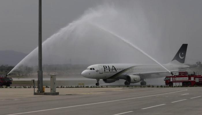 لندن سے سیالکوٹ آنے والی پی آئی اے کی پرواز کو پانی کی توپوں سے سلامی