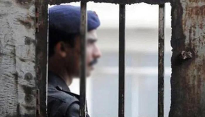 حافظ آباد: چوری کا الزام قبول نہ کرنے پر 50 سالہ شہری پر پولیس کا مبینہ تشدد