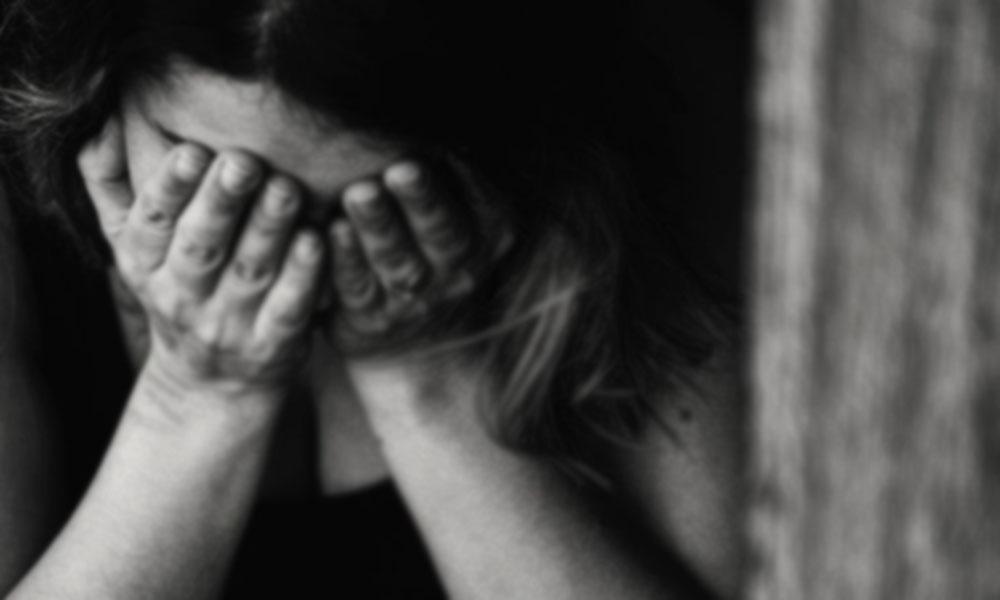 لاہور، شوہر کا بیوی پر تشدد، ناک اور سر کے بال کاٹ دیے