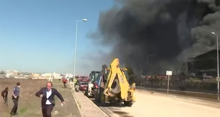 ترکی: کیمیکل فیکٹری میں آتشزدگی، لوہے کے ٹکڑے دورجاگرے