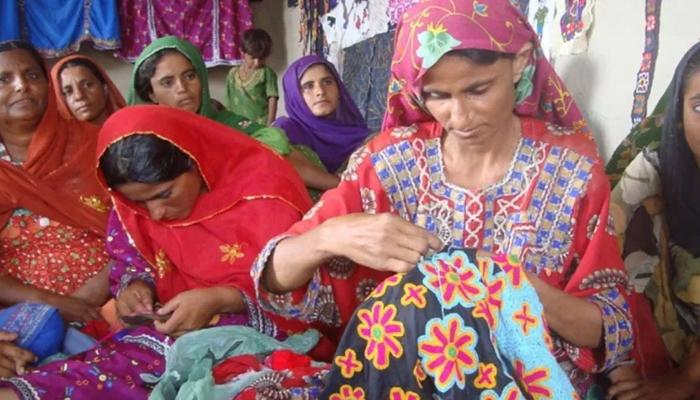 پاکستانی دیہی خواتین کی دستکاری کے عالمی چرچے