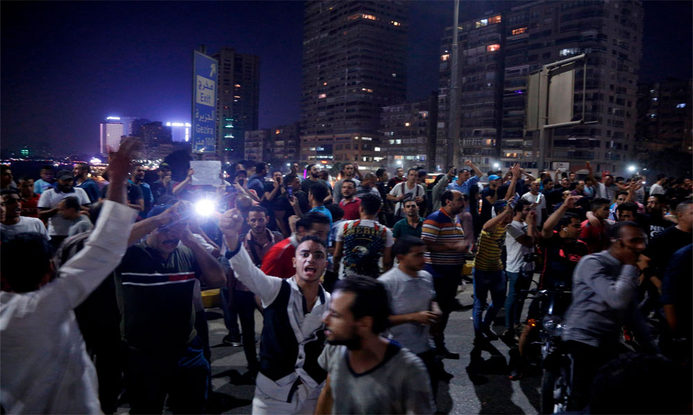 مصر: ہزاروں افراد کا صدر سیسی استعفے کا مطالبہ