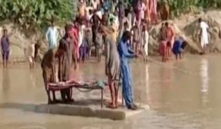 People Carrying Dead Body On Thermocol Sheet To Cross Canal In Sajawal