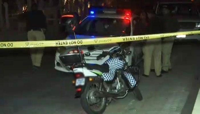 کراچی: فائرنگ سے ایک شخص جاں بحق، خاتون زخمی