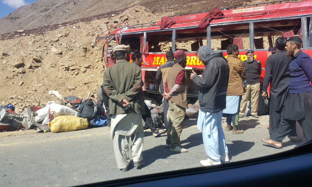دیامر، مسافر کوچ حادثے میں 27 جاں بحق