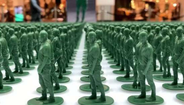 مانچسٹر میں چالیس ہزار کھلونوں کی فوج تعینات