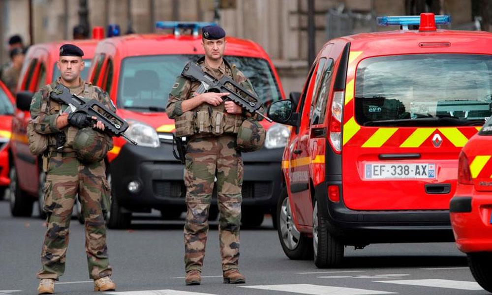 پیرس چاقو حملہ، امام مسجد سمیت پانچ افراد گرفتار