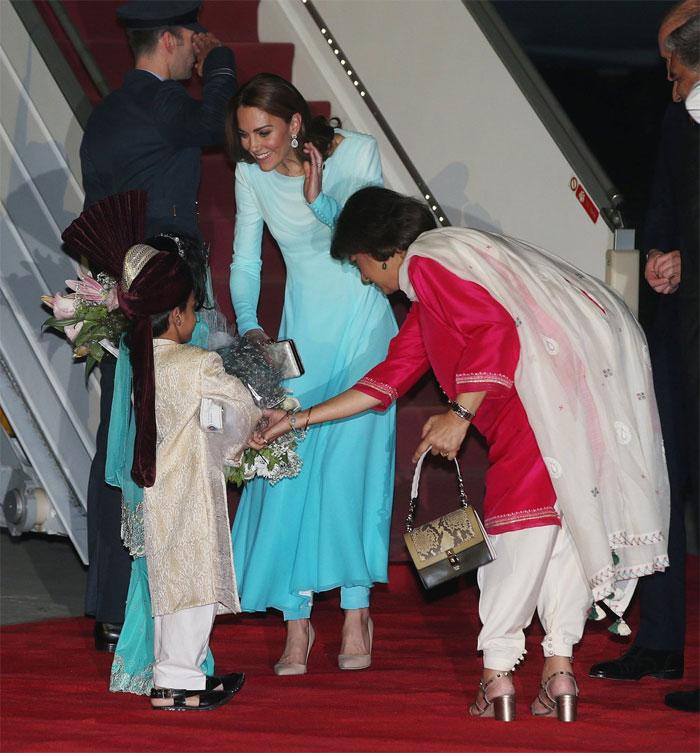 برطانوی شاہی جوڑا پاکستان پہنچ گیا