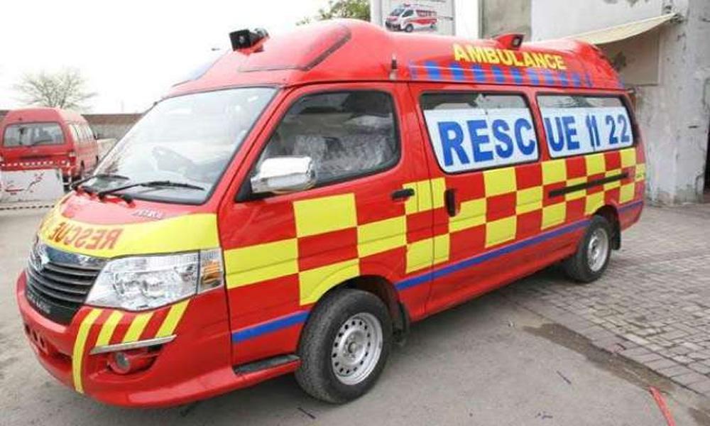 حجرہ شاہ مقیم: وین الٹ گئی، 5 مسافر زخمی