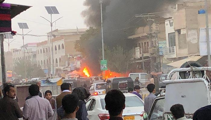 کوئٹہ: پولیس موبائل کے قریب دھماکا، ایک اہلکار جاں بحق، 4 زخمی